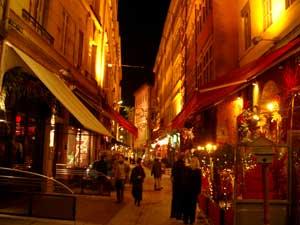 夜のレストラン街(いろいろなブションに目移り)