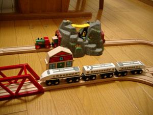 ブリオの新幹線NOZOMIとトンネル