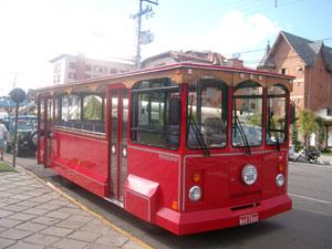 グラマドの観光トロリーバス