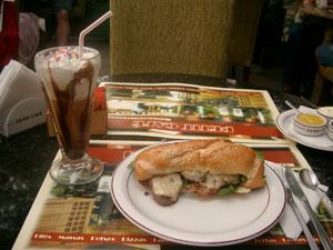 グラマド(ブラジル)のカフェで昼食