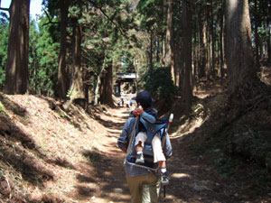 愛宕神社の総門(黒門)