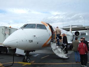 トロントからケベックに向かう飛行機.凄く小さい...