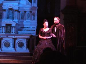 バンケット会場に現れたオペラ座の怪人とクリスティーヌ