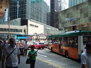 ブランドショップが連なるセントラル地区@香港