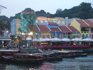 カラフルな建物が続くクラークキー@シンガポール