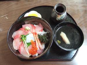 ヒラマサの海鮮丼@まの商店