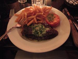 メインのステーキ料理@Caribou Cafe