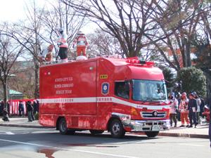 消防出初式の災害現場指揮支援車