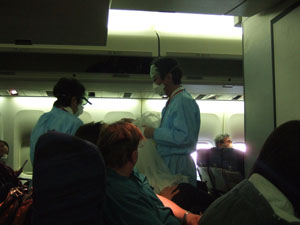 検疫官によるマスク配付@成田空港