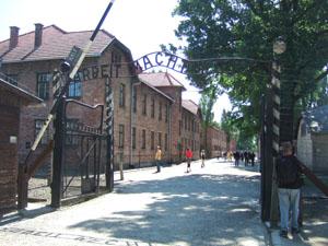 「働けば自由になる」の門@アウシュビッツ強制収容所