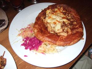 CHACZAPURIのチキンとチーズのパイ@クラクフ, ポーランド