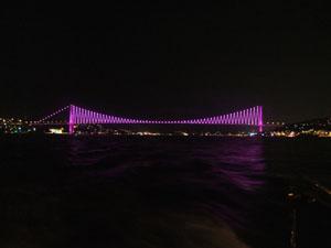 ライトアップされるボスポラス大橋@イスタンブール, トルコ