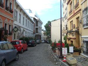 洒落たプチホテルが並ぶ路地@イスタンブール, トルコ