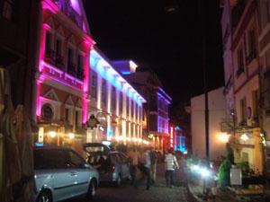洒落たプチホテルが並ぶ路地の夜@イスタンブール, トルコ