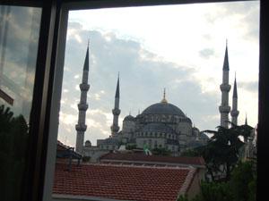 Ferman Hotelの客室からスルタンアフメット・ジャーミィ(ブルーモスク)を臨む@イスタンブール, トルコ