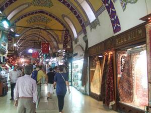 グランドバザール(カパル・チャルシュ)の広い通路@イスタンブール, トルコ