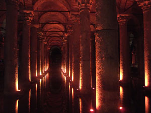 地下宮殿の広く幻想的な内部@イスタンブール, トルコ