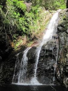 なぜか遊泳禁止の比地大滝@国頭, 沖縄