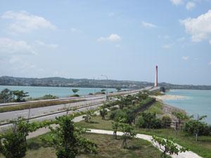 海の上を走る海中道路@沖縄