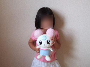 シフォンを抱く長女
