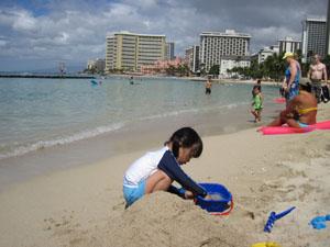 砂遊びと水遊び専門の長女4歳@ハワイ家族旅行