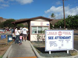ダイヤモンドヘッドの入口@ハワイ家族旅行
