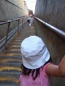 ダイヤモンドヘッド頂上近くの階段@ハワイ家族旅行