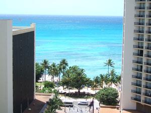 アストン・パシフィック・モナークのテラスから望むワイキキビーチ@ハワイ家族旅行
