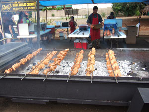 串刺しにされてクルクル廻る鶏の丸焼き@ハワイ家族旅行