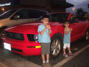 熱々のマラサダを食べる子供たち@ハワイ家族旅行