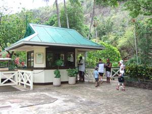 ワイメア渓谷の入口(ここから有料)@ハワイ家族旅行