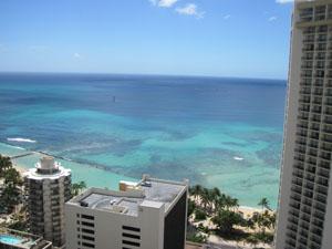 屋上プールから眺めるワイキキビーチ@ハワイ家族旅行