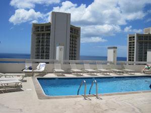 アストン・パシフィック・モナークの屋上プール@ハワイ家族旅行