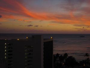 バルコニーから見るワイキキビーチの夕焼け@ハワイ家族旅行