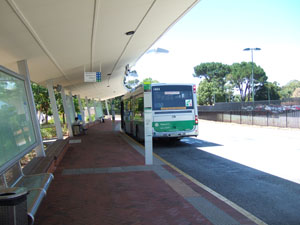 カーティン工科大学(Curtin University of Technology)のバスターミナル@パース,オーストラリア