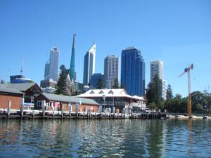スワン川からジェッティとパース市街を臨む@パース,オーストラリア