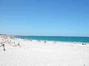 白い砂浜と青い海@フリーマントル,オーストラリア