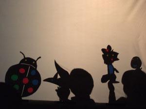テントウムシの影絵(長男,左)と雪だるまの影絵(長女,右)を発表@私のしごと館