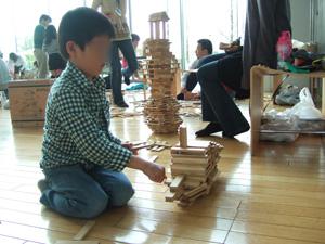 カプラ(KAPLA)で船を造る長男6歳@私のしごと館