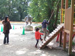 朝一番の遊具は貸し切り状態@京都府立植物園
