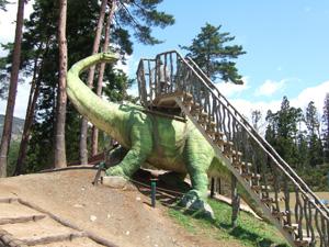 スギヤマリュウのローラー滑り台@かつやま恐竜の森
