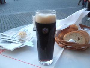 KAMENNY STULの黒ビール@プラハ