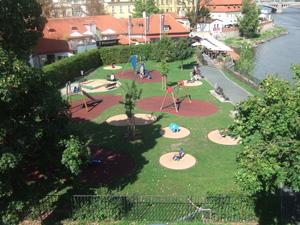 カレル橋の袂にある公園@プラハ