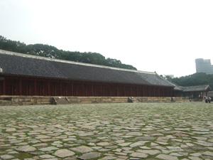 歴代の王が祭られている建物@韓国ソウルの宗廟