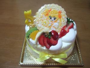 シャイニータンバリンを持つキュアサンシャインのバースデーケーキ