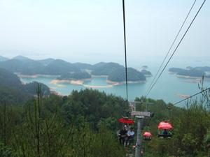 見知らぬ女性と同乗したリフトからの眺望@中国杭州千島湖
