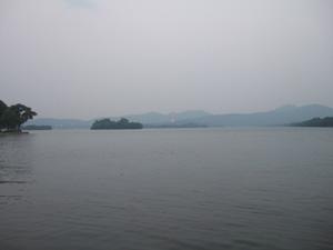 対岸には雷峰塔@中国杭州西湖