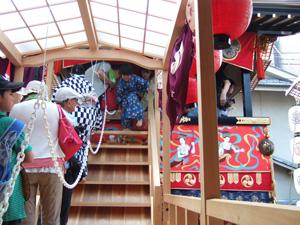 南観音山から出てくる長男@京都祇園祭宵山