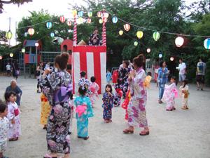みんなで踊り@幼稚園の夏祭り
