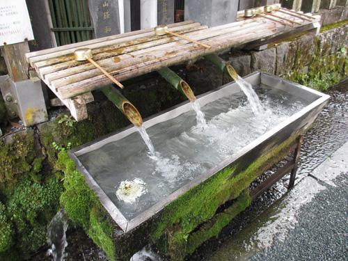 凄い水量の手水@阿蘇神社